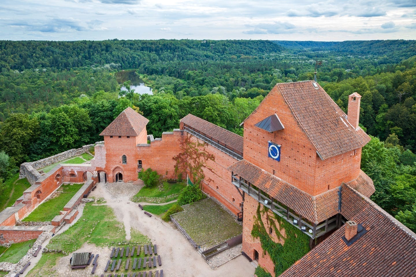 Private Trip from Riga to Sigulda and Secret Soviet Bunker